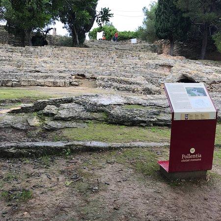Ruines de la Ville Romanie de Pollentia: photo2.jpg