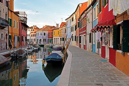Chioggia, Italy: Con le houseboat si possono raggiungere le isole lagunari senza il caos dei turisti... impagabil