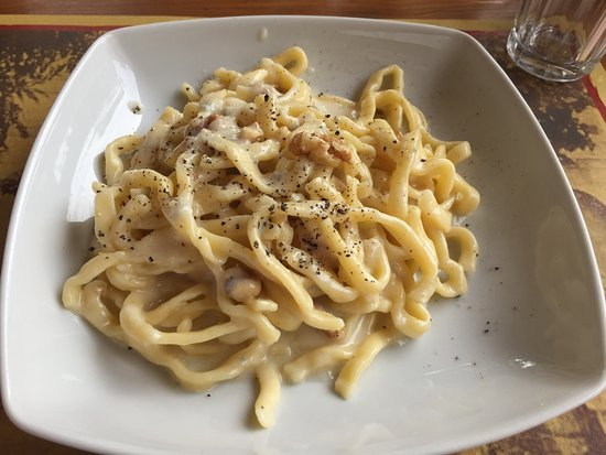 Casperia, Italie : gorgonzola and walnut sauce