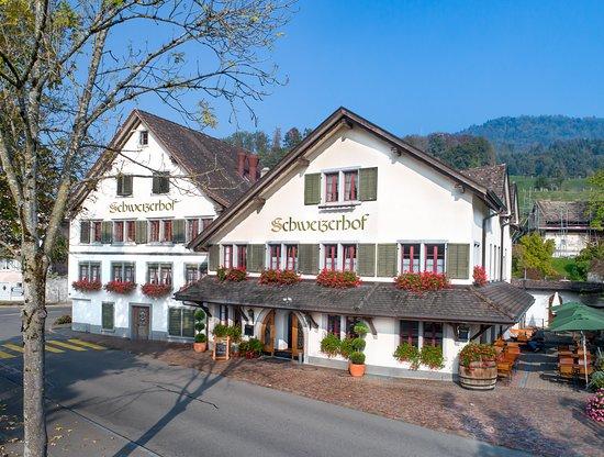 Duernten, Szwajcaria: Restaurant Schweizerhof Aussenansicht