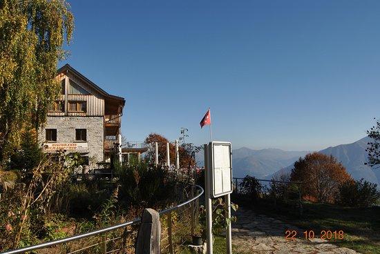 Cardada, Schweiz: * Scorcio della struttura, dal vicino parchetto - giochi pubblico *