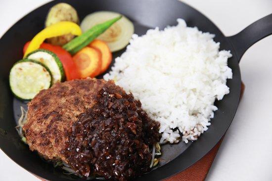 Restaurant & Bar Vamos: Humburg Steak plate 150g 80,000VND / 200g 105,000VND
