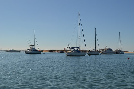 Private Half-day Ria Formosa Natural Park Faro Islands Boat Cruise from Faro: voilier au large