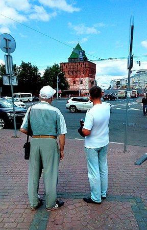 Вышли с Б.Покровской и перед нами Дмитриевская башня