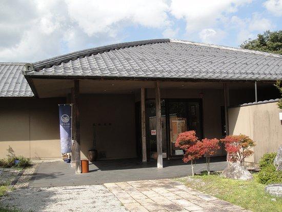 Yosano-cho, Nhật Bản: 江山文庫の玄関正面を前庭から
