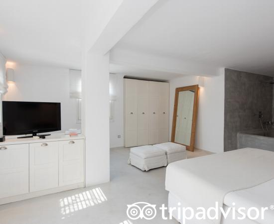 The Deluxe Room at the Ostraco Suites