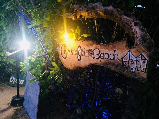 Chris and Olli Beach Hut: Entrance