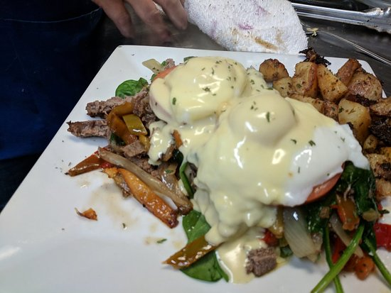 Ivoryton, Коннектикут: Two of the Tavern's breakfast specials last Sunday. Steak Egg Benedict and the Complete Breakfas