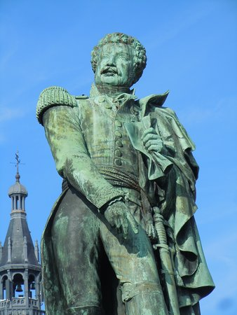 Monument au General Daumesnil: Détail de la sculpture