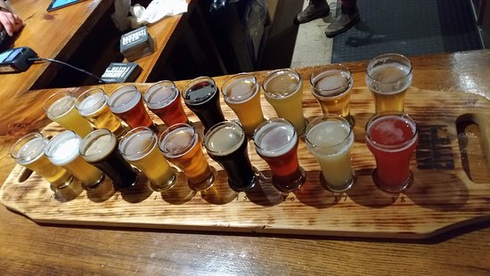 The 18 beer flight - Picture of Sawdust City Brewing Co