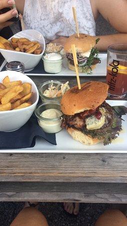 Cranberry Blue Cheese Burger Falafel Burger Mit Beilage Bild Von