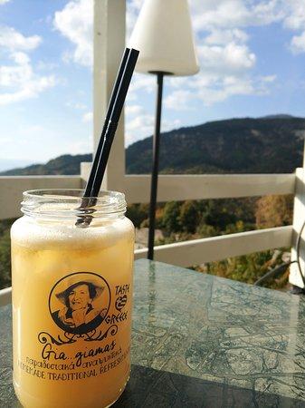 Μικρό Πάπιγκο, Ελλάδα: Greek lemonade and mountain