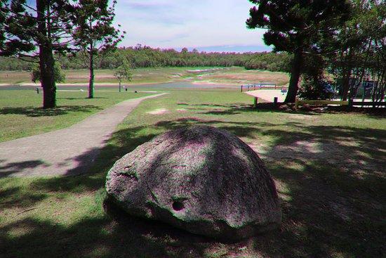 Tinaroo, Australia: The park with the lake