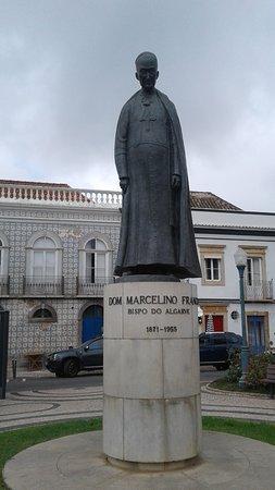 Statue Dom Marcelino Franco