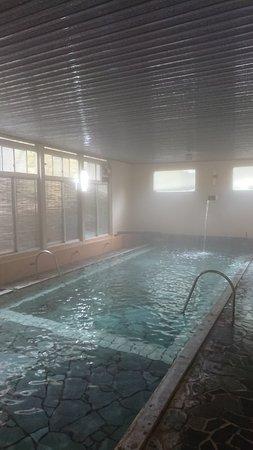 プールのような万人風呂
