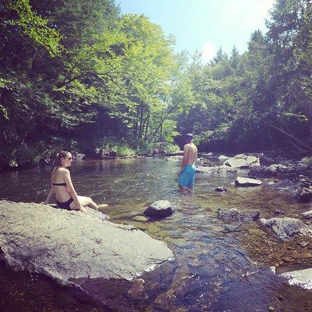 Bolton-Est, Canada: along the river ...