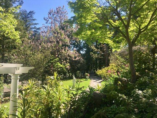 Basket Range, Australia: Garden to the Chapel