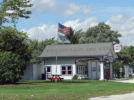 Odell, IL: Standard Oil Gas Station