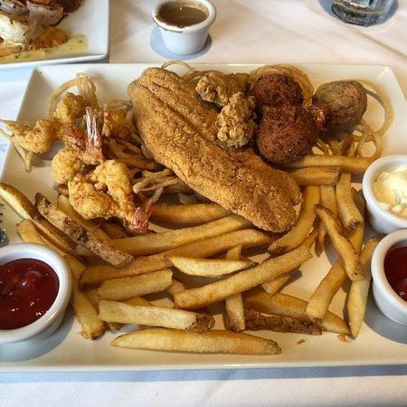Landry's Seafood House: photo0.jpg