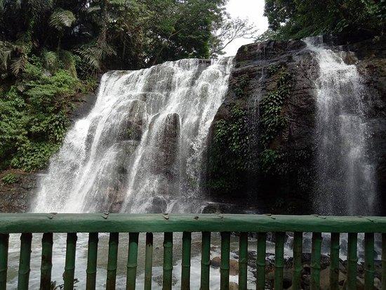 Hinulugang Taktak: thefalls
