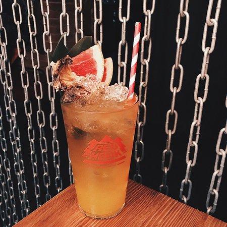 Kavinsky Cocktail Bar