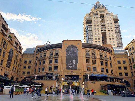 Nelson Mandela Square: FB_IMG_1540351752333_large.jpg