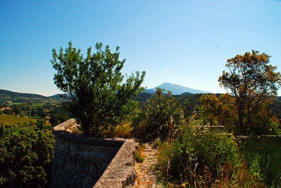 Le Barroux, France: Mont Ventoux is always there :-)