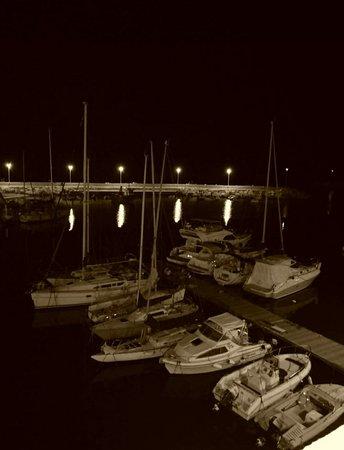 Centro Storico Di Giovinazzo : Notturna...Giovinazzo e le barche...