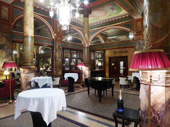 Hotel Metropole: Lounge area