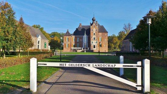 Vaassen, Nederland: Kasteel Cannenburgh (16e eeuw); ook museum