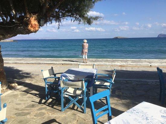 Front de mer à 30 mètres de la terrasse du Porto Kanaki - Pachia Ammos