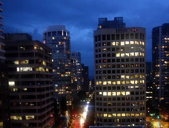 Shangri-La Hotel, Vancouver: view by night