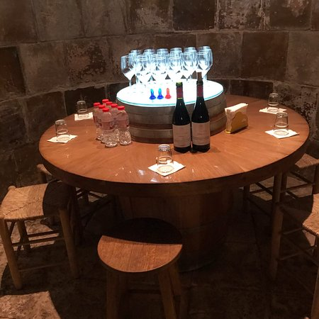 Ảnh về Unknown Gaudi, Tapas & Cava Winery from Barcelona