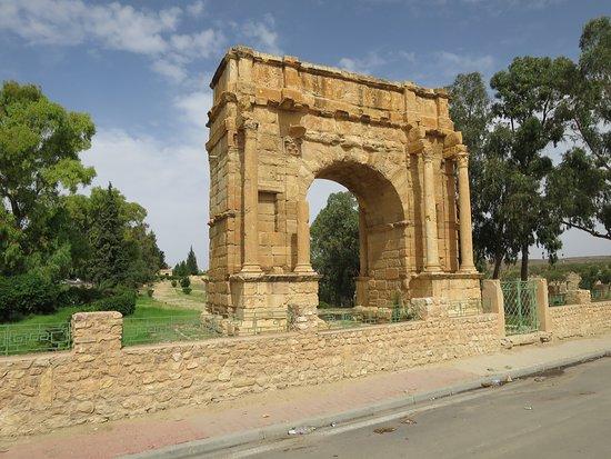 Subaytilah, ตูนิเซีย: Arco de triunfo de la tetrarquia