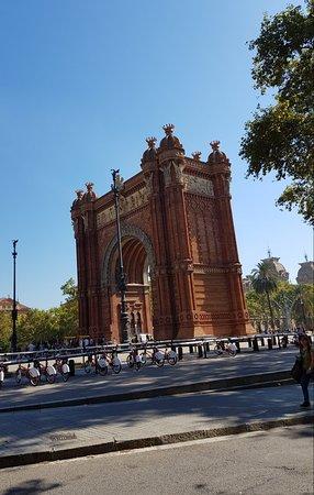 Arc de Triomf: Great arch