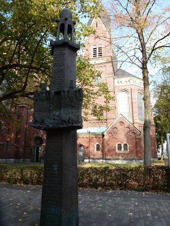 Gedenkstätte an die Opfer der Möhnesee-Katastrophe Mai 1943  an der Einkaufstraße