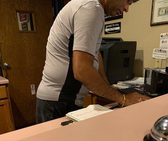 Olney, Илинойс: Rude Desk clerk /potential owner