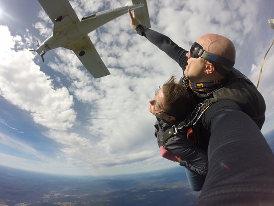 Chattanooga Skydiving Company: Just jumped from the plane!