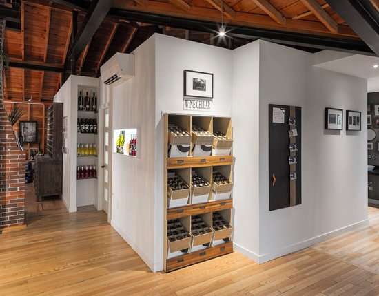 Summerland, Canada: new farmhouse wineshop