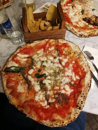 L'Antica Pizzeria da Michele: IMG_20181020_235743_large.jpg