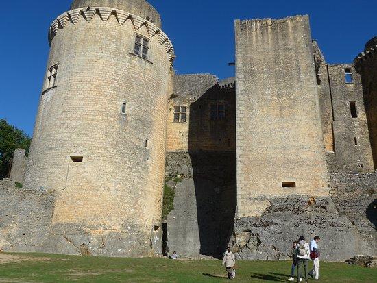 "Saint-Front-sur-Lemance, Francia: The ""Tour Grosse"" and a square tower."