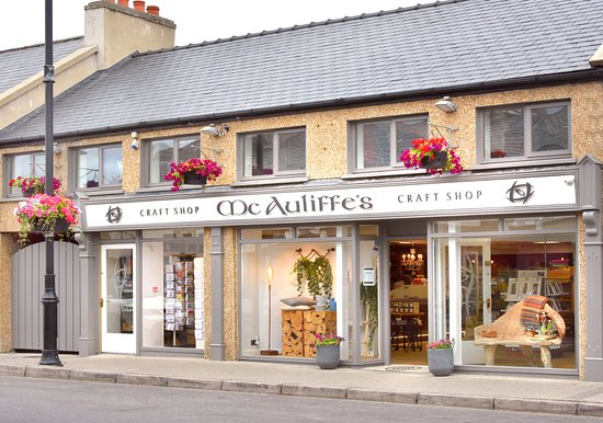 Dunfanaghy, Ireland: Front of Mc Auliffe's Craft Shop