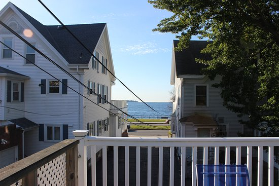 Harborview Inn: The deck out back.