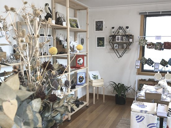 Richmond, Australia: Australian designed and made artwork, jewellery and gifts.