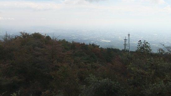 群馬県, 赤城山 南面ルート途中に有る展望台から見た景色、雲が無ければ富士山が見える