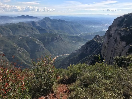 Montserrat hike, wine tasting, and tapas from Barcelona: Amazing mountain views!