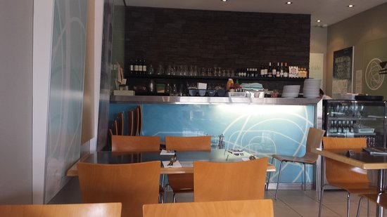 Warwick, Australia: Dining area and counter