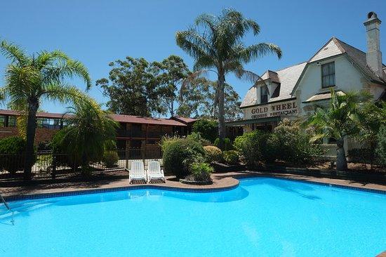 Maclin Lodge Motel: swimming pool