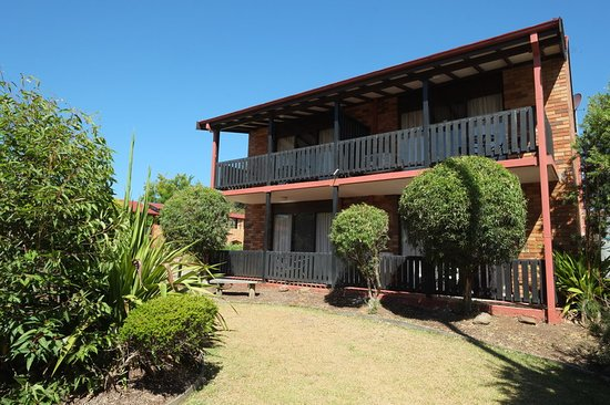 Maclin Lodge Motel: gardens