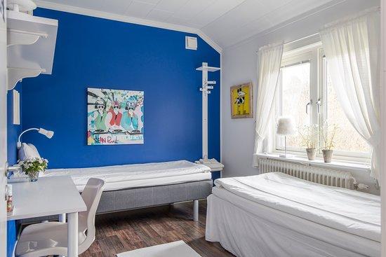 Harryda, Szwecja: Twinbedrum med plats för två. Finns på mellanvåningen